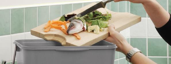 Visste du att ungefär hälften av våra hushållssopor är komposterbara? Organiskt avfall innehåller viktiga näringsämnen för jorden. Att kompostera sitt hushålls- och trädgårdsavfall är ett roligt och givande sätt att aktivt bidra till en bättre miljö. Med GreenLines komposter kan du kompostera både inomhus och utomhus. www.greenline.eu